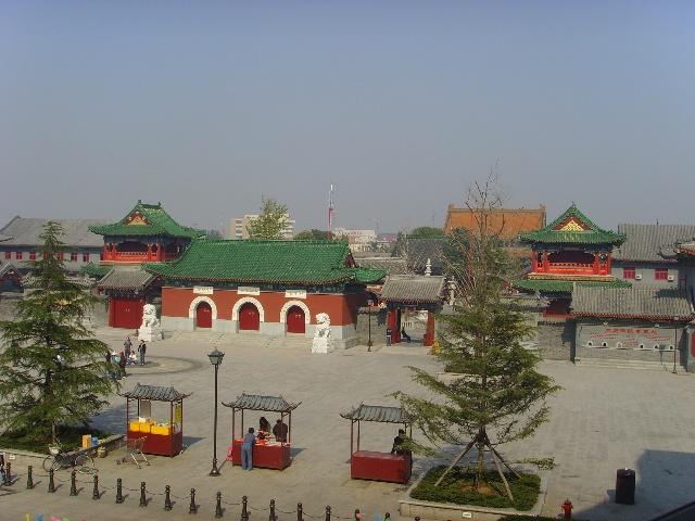 ...��虚大师来津主修扩建全寺历时五年于寺东侧陆续建成天王殿...