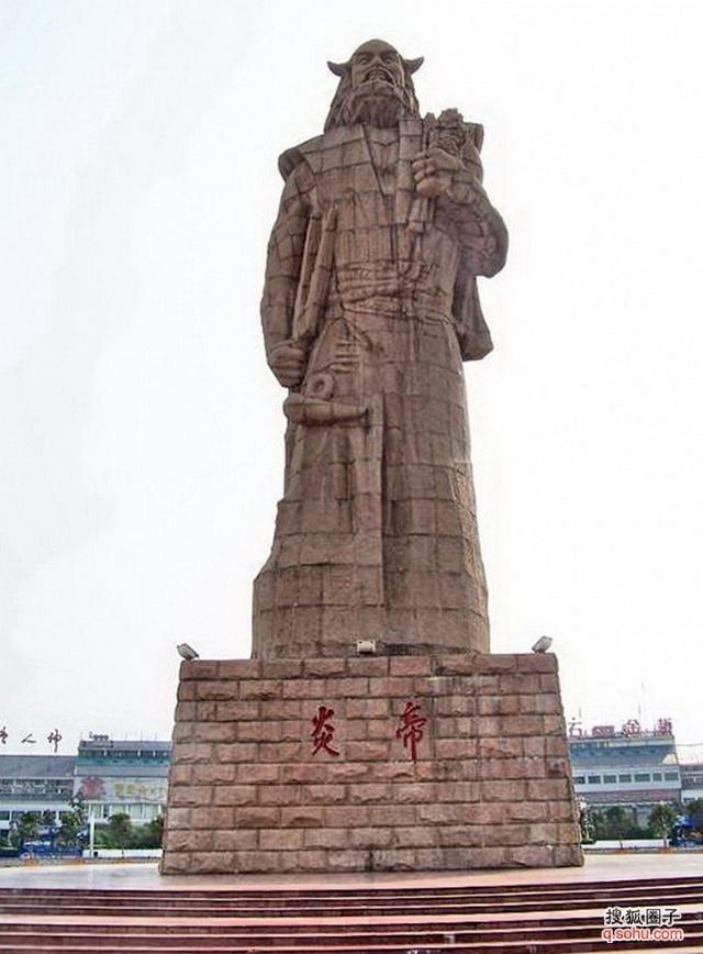 湖南炎陵县炎帝陵的带有牛角的炎帝塑像(江泽民题字)