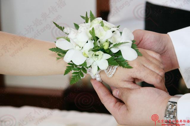 为新娘精心制作的手腕花.很可爱吧!
