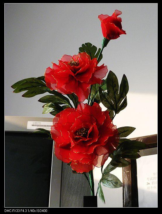 这是老师做的牡丹花,如果花瓣边缘不用金丝的话,一定可以达到以假