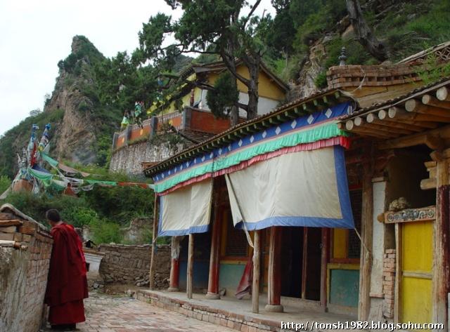 出生在青海省互助县张家村,现在为红崖子沟张家村(因此被称为张家仁波