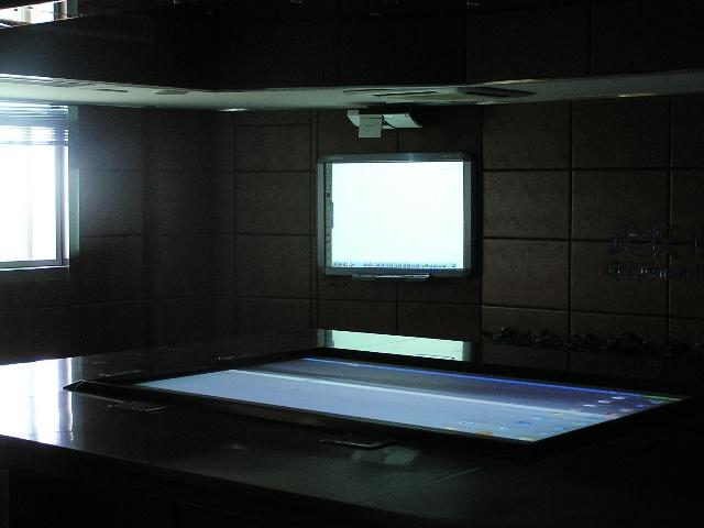 武汉公安局开创卫星地图互动大屏幕安防监控中心新亮点