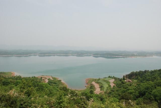 洈水风景区位于湖北荆州市西南部