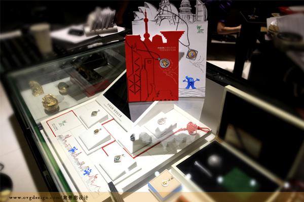 海宝是2010年上海世博会的吉祥物,同期中钞国鼎发行了一系列名为时来运转的海宝纪念章,而我们接到的任务就是为世博出一份力,做好海宝纪念章的相关推广工作。虽不能亲临世博会现场,但能将自己公司的设计理念与创意带给海外游客,四方同胞,也算赶上这场盛事的脚步了!